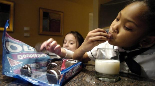 10 sự thật thú vị về loại bánh quy nhân kem trăm tuổi ai cũng từng nếm thử - Ảnh 3.