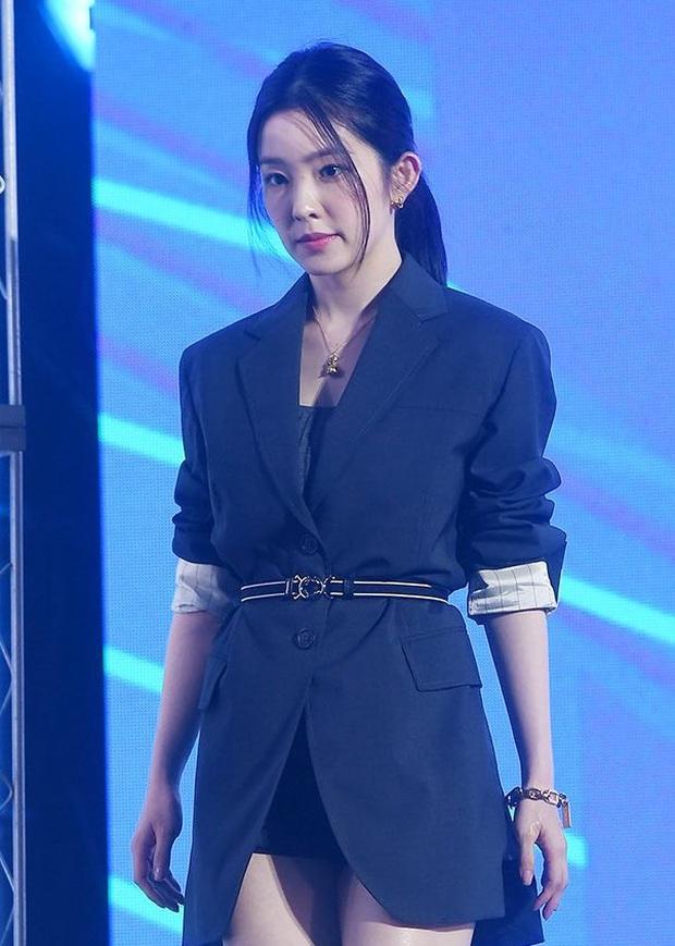 Đụng hàng với điên nữ Seo Ye Ji mà Irene chẳng hề lép vế, thậm chí còn lấn át về độ sexy - Ảnh 4.
