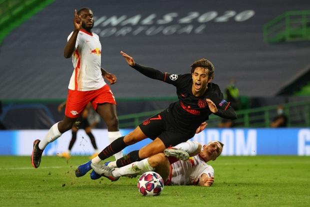 Leipzig 2-1 Atletico Madrid: Bàn thua phút 88 khiến giấc mơ Champions League của thầy trò Simeone tan thành mây khói, RB Leipzig lập kỷ lục vô tiền khoáng hậu - Ảnh 5.