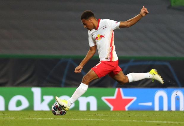 Leipzig 2-1 Atletico Madrid: Bàn thua phút 88 khiến giấc mơ Champions League của thầy trò Simeone tan thành mây khói, RB Leipzig lập kỷ lục vô tiền khoáng hậu - Ảnh 7.