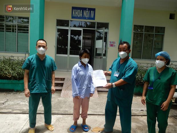 Thêm 10 bệnh nhân Covid-19 ở Đà Nẵng được xuất viện: Các bác sĩ đã chăm sóc tôi rất tận tình, chu đáo! - Ảnh 1.