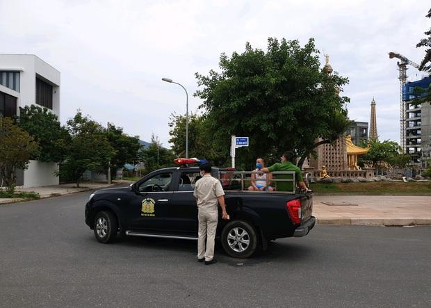Bắt quả tang nhiều đối tượng tụ tập đánh bạc bất chấp lệnh cách ly xã hội ở Đà Nẵng - Ảnh 2.