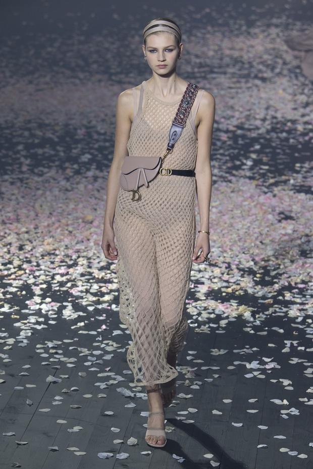 Từ 1 năm trước Seo Ye Ji đã mặc đẹp xuất sắc, diện váy xuyên thấu sexy chặt đẹp người mẫu của Dior - Ảnh 3.