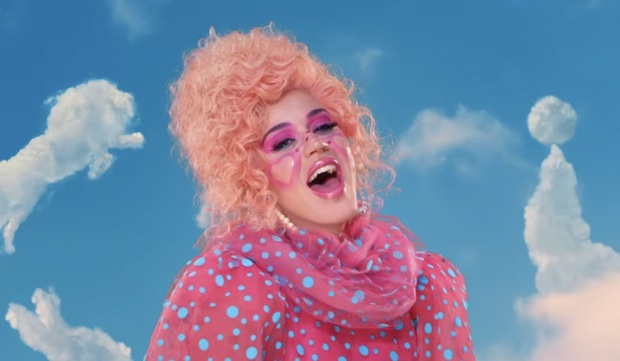 Mẹ bầu Katy Perry hoá thành game thủ trong MV chính thức của Smile, sẽ có màn đối đầu trực tiếp căng thẳng với Miley Cyrus và Dua Lipa? - Ảnh 1.