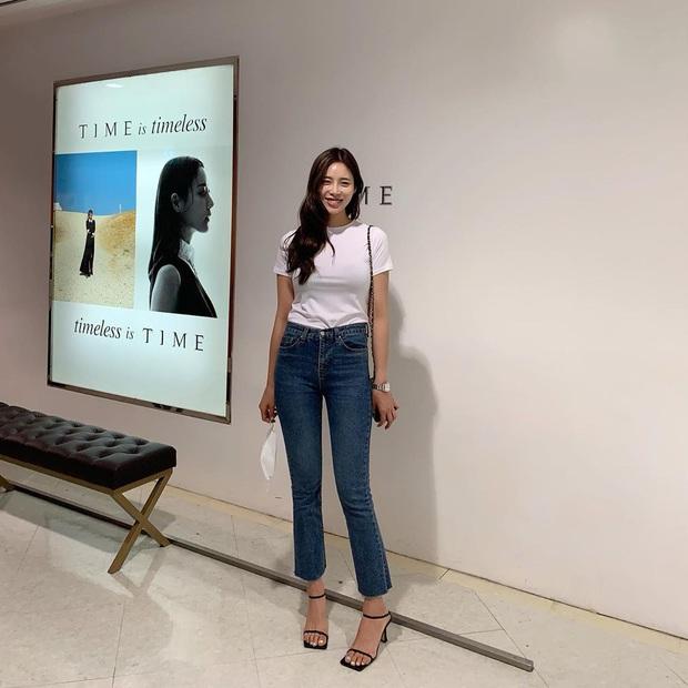 5 kiểu áo siêu hợp với quần skinny jeans, áp dụng thì chị em sẽ không bao giờ thất bại trong chuyện mặc đẹp - Ảnh 4.