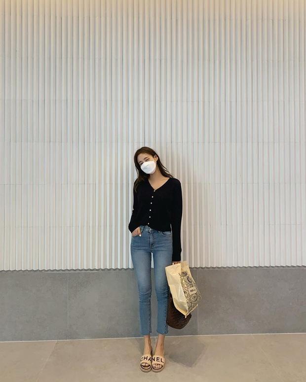 5 kiểu áo siêu hợp với quần skinny jeans, áp dụng thì chị em sẽ không bao giờ thất bại trong chuyện mặc đẹp - Ảnh 10.