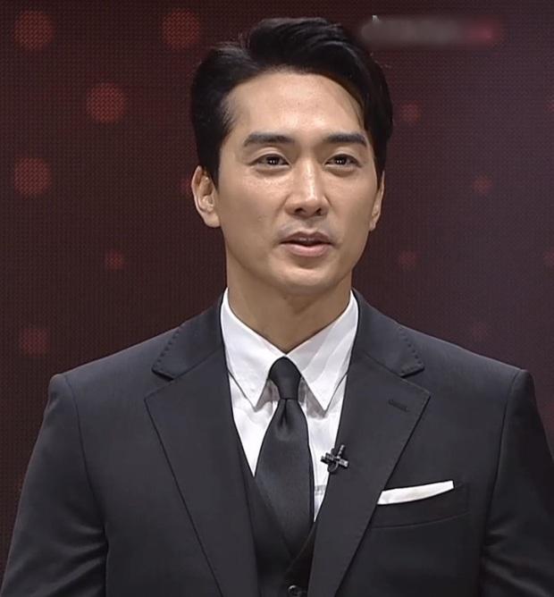 Fanmeeting 5 tài tử Hàn quyền lực gây nổ MXH: Hé lộ nhan sắc thật, Lee Dong Wook như thánh sống, Kim Bum lộ khuyết điểm - Ảnh 3.