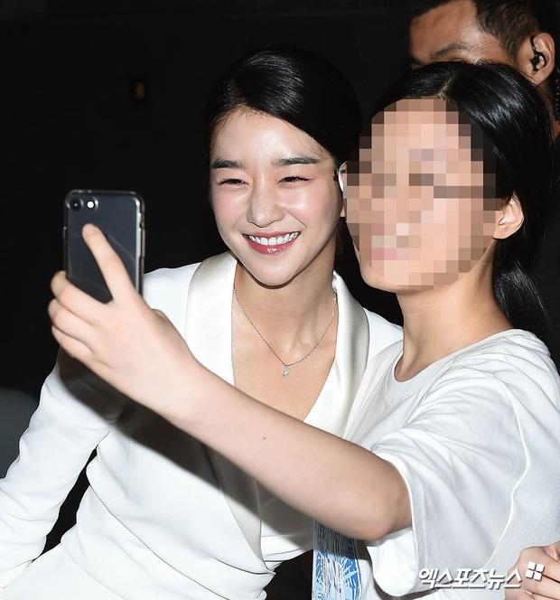 Knet đào lại ảnh cũ của Seo Ye Ji, hot tới nỗi lên top Naver: Mặt nhỏ đến khó tin, xinh đẹp chấp hết ánh đèn flash chói lóa - Ảnh 6.