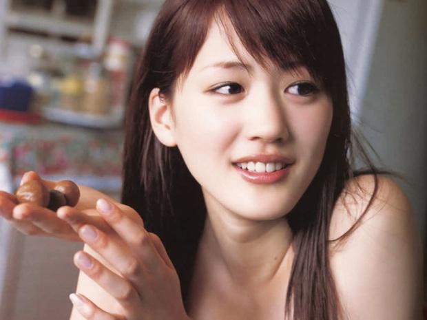 Đã 35 tuổi nhưng vẫn sở hữu làn da căng mướt khiến gái đôi mươi cũng phải trầm trồ, Ayase Haruka tiết lộ cô chỉ trung thành với 5 nguyên tắc - Ảnh 4.