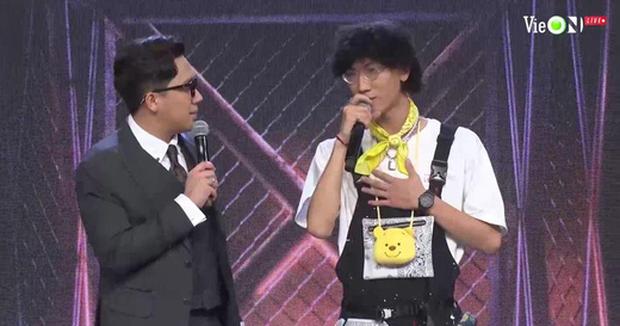 Thầy giáo rapper chọn diễn hit Katy Katy của Lam Trường siêu đáng yêu, Suboi mê mẩn đến nỗi... quên đạp chân ga để chọn - Ảnh 1.