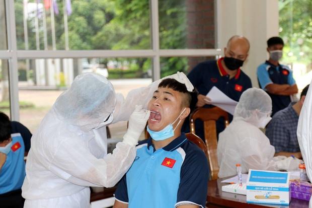 Toàn bộ cầu thủ U22 Việt Nam âm tính với virus SARS-CoV-2, sẵn sàng bước vào tập luyện - Ảnh 1.