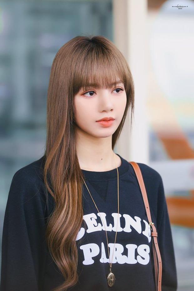 Không phải tự nhiên mà Thiều Bảo Trâm hay để tóc mái giống Lisa, lý do là bởi hễ vén lên 1 phát là lộ trán dô ngay - Ảnh 9.