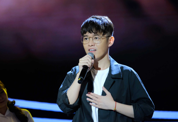 Bà bầu Thúy Vân được chồng chăm từng miếng ăn trong hậu trường show - Ảnh 15.