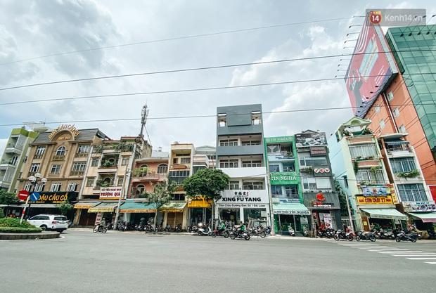 Hơn nửa năm đóng cửa vì dịch Covid-19, giá thuê mặt bằng trên đường Phan Xích Long vẫn chưa hạ nhiệt - Ảnh 2.