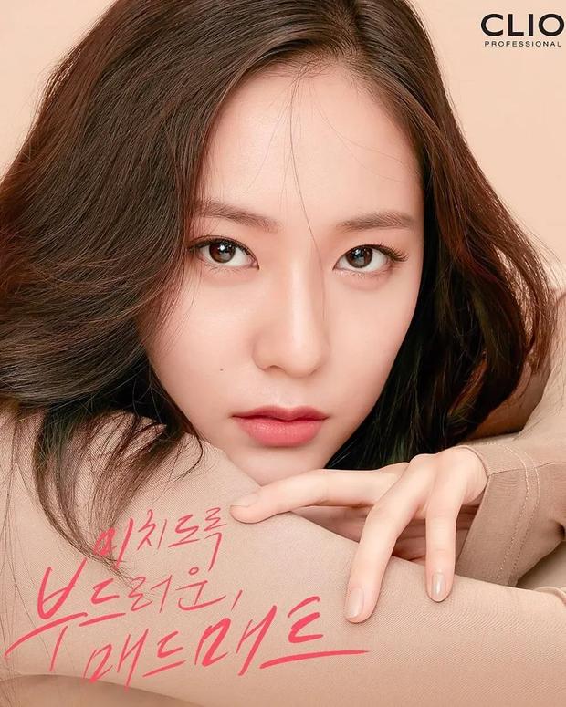 """10 idol Kpop có đôi mắt """"tam bạch"""" cực hiếm: Tưởng khuyết điểm nhưng giúp Lisa (BLACKPINK), V (BTS) nâng tầm visual - Ảnh 15."""