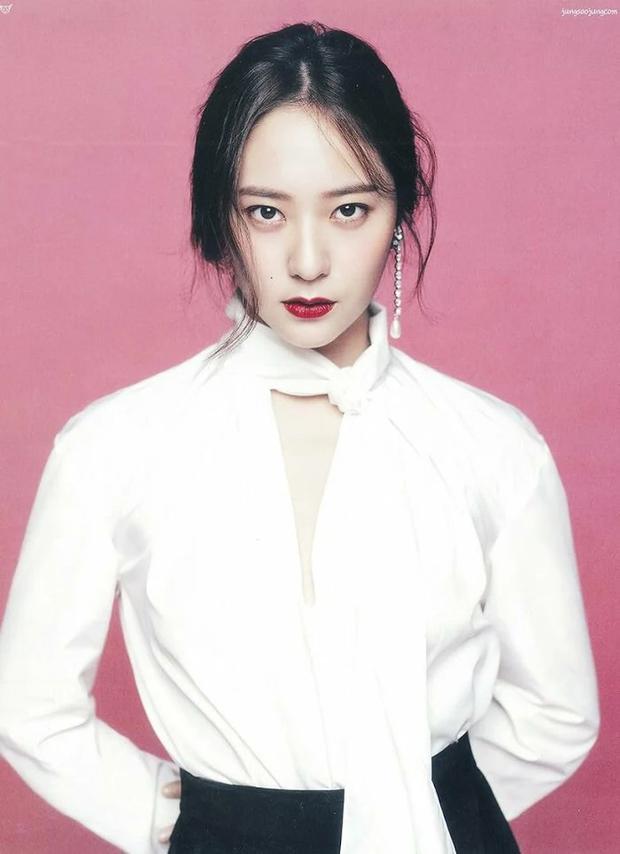 """10 idol Kpop có đôi mắt """"tam bạch"""" cực hiếm: Tưởng khuyết điểm nhưng giúp Lisa (BLACKPINK), V (BTS) nâng tầm visual - Ảnh 16."""