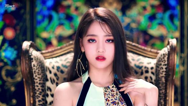 """10 idol Kpop có đôi mắt """"tam bạch"""" cực hiếm: Tưởng khuyết điểm nhưng giúp Lisa (BLACKPINK), V (BTS) nâng tầm visual - Ảnh 14."""