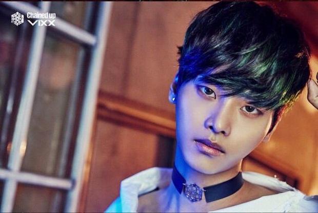 """10 idol Kpop có đôi mắt """"tam bạch"""" cực hiếm: Tưởng khuyết điểm nhưng giúp Lisa (BLACKPINK), V (BTS) nâng tầm visual - Ảnh 19."""
