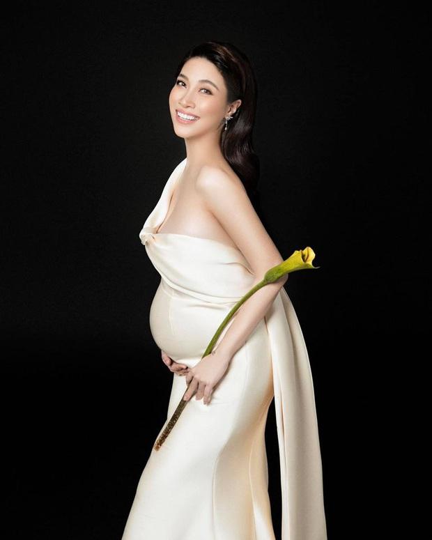 Bà bầu Thúy Vân được chồng chăm từng miếng ăn trong hậu trường show - Ảnh 9.