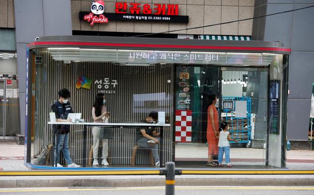 Hàn Quốc xét nghiệm hơn 4.000 người liên quan đến ổ dịch Covid-19 mới ở nhà thờ - Ảnh 1.
