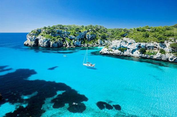 Thiên đường nghỉ mát ở Tây Ban Nha lại lao đao vì dịch Covid-19 - Ảnh 1.