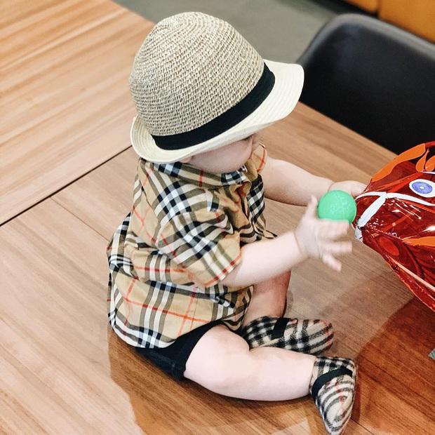 Soi tủ đồ ú ụ của các bé cưng nhà sao Việt: Đàm Thu Trang tậu cho con tủ đồ hoành tráng nhưng chưa phải là nhất - Ảnh 12.