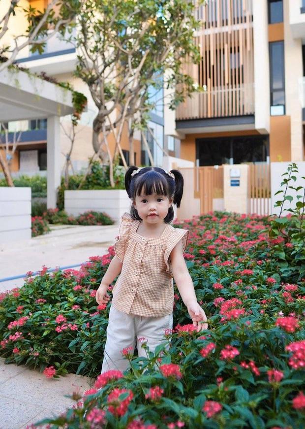 Soi tủ đồ ú ụ của các bé cưng nhà sao Việt: Đàm Thu Trang tậu cho con tủ đồ hoành tráng nhưng chưa phải là nhất - Ảnh 17.