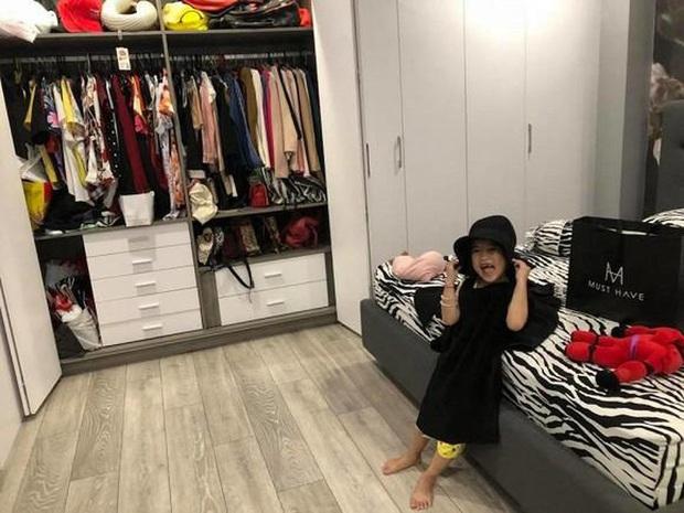 Soi tủ đồ ú ụ của các bé cưng nhà sao Việt: Đàm Thu Trang tậu cho con tủ đồ hoành tráng nhưng chưa phải là nhất - Ảnh 3.