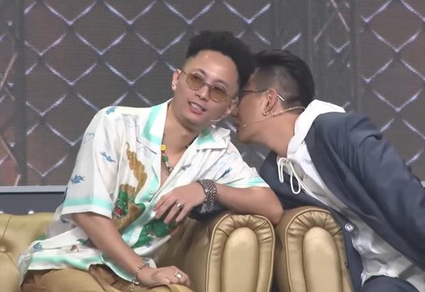 Kề vai áp má cực tình cảm, JustaTee & Rhymastic là cặp đôi đam mỹ mới của Rap Việt? - Ảnh 3.