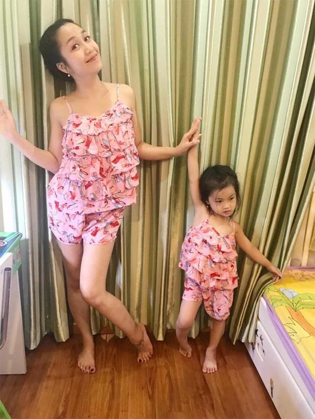Soi tủ đồ ú ụ của các bé cưng nhà sao Việt: Đàm Thu Trang tậu cho con tủ đồ hoành tráng nhưng chưa phải là nhất - Ảnh 4.