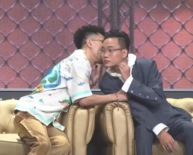Kề vai áp má cực tình cảm, JustaTee & Rhymastic là cặp đôi đam mỹ mới của Rap Việt? - Ảnh 5.