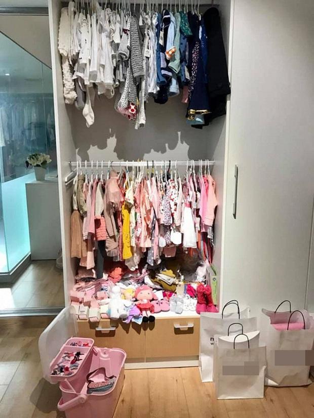 Soi tủ đồ ú ụ của các bé cưng nhà sao Việt: Đàm Thu Trang tậu cho con tủ đồ hoành tráng nhưng chưa phải là nhất - Ảnh 6.