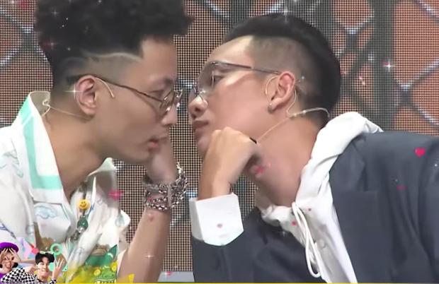 Kề vai áp má cực tình cảm, JustaTee & Rhymastic là cặp đôi đam mỹ mới của Rap Việt? - Ảnh 6.