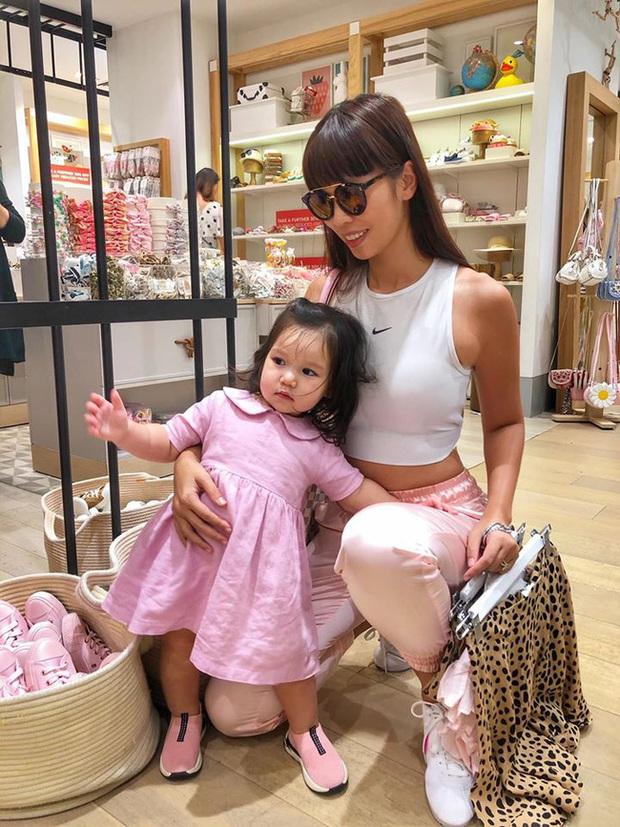Soi tủ đồ ú ụ của các bé cưng nhà sao Việt: Đàm Thu Trang tậu cho con tủ đồ hoành tráng nhưng chưa phải là nhất - Ảnh 9.