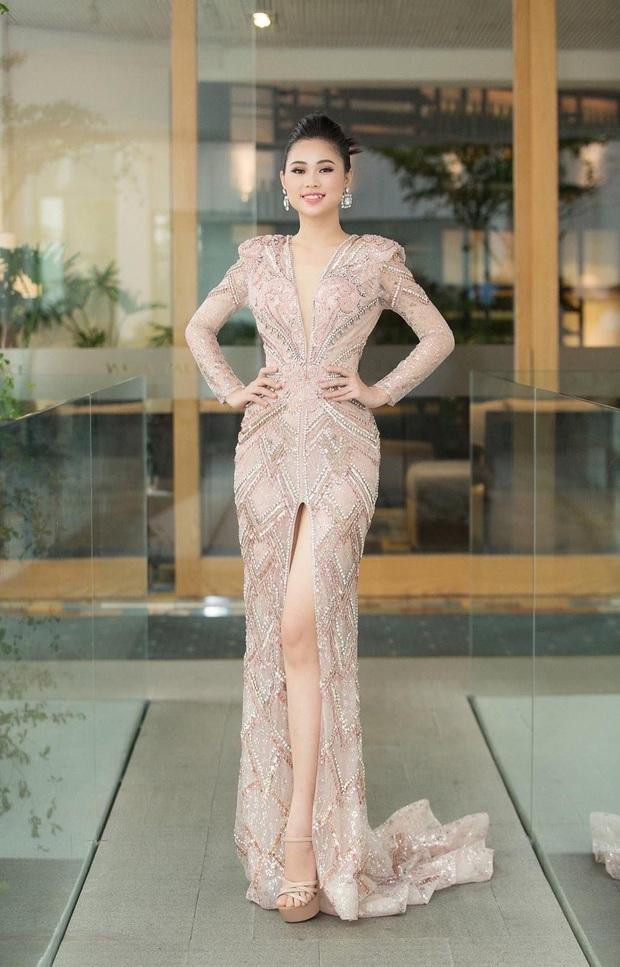 Bà bầu Thúy Vân được chồng chăm từng miếng ăn trong hậu trường show - Ảnh 19.