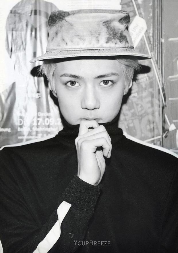 """10 idol Kpop có đôi mắt """"tam bạch"""" cực hiếm: Tưởng khuyết điểm nhưng giúp Lisa (BLACKPINK), V (BTS) nâng tầm visual - Ảnh 6."""