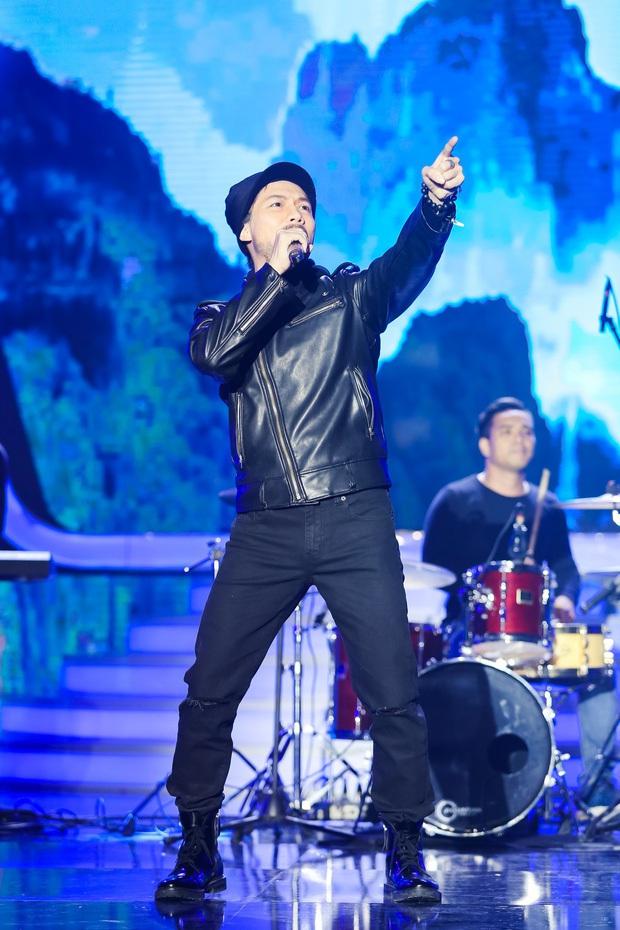 Rời công ty Đông Nhi, Anh Tú The Voice gây sốt khi trở thành ca sĩ bí ẩn hỗ trợ dàn thí sinh Rap Việt - Ảnh 12.