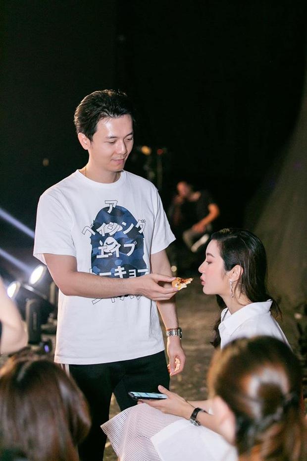 Bà bầu Thúy Vân được chồng chăm từng miếng ăn trong hậu trường show - Ảnh 5.