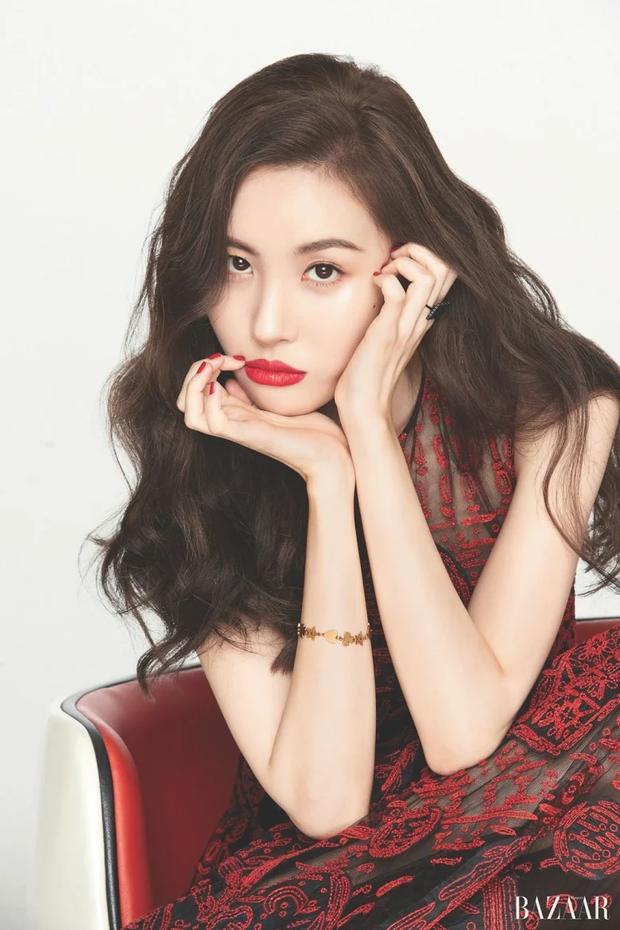 """10 idol Kpop có đôi mắt """"tam bạch"""" cực hiếm: Tưởng khuyết điểm nhưng giúp Lisa (BLACKPINK), V (BTS) nâng tầm visual - Ảnh 8."""