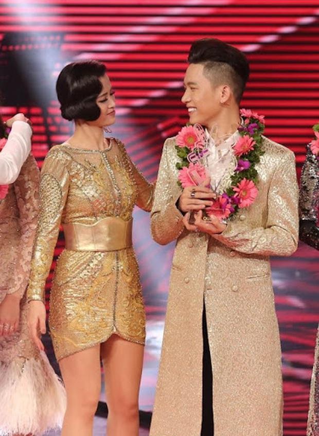 Rời công ty Đông Nhi, Anh Tú The Voice gây sốt khi trở thành ca sĩ bí ẩn hỗ trợ dàn thí sinh Rap Việt - Ảnh 10.