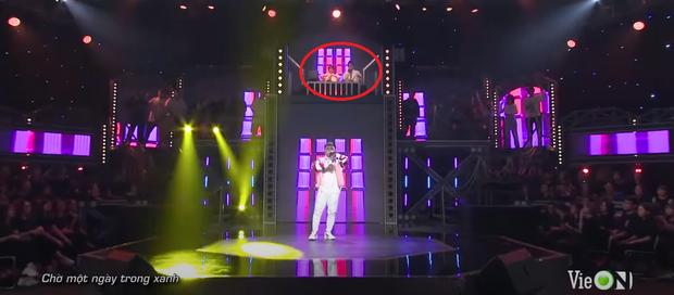 Rời công ty Đông Nhi, Anh Tú The Voice gây sốt khi trở thành ca sĩ bí ẩn hỗ trợ dàn thí sinh Rap Việt - Ảnh 17.