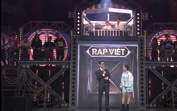 Rời công ty Đông Nhi, Anh Tú The Voice gây sốt khi trở thành ca sĩ bí ẩn hỗ trợ dàn thí sinh Rap Việt - Ảnh 16.