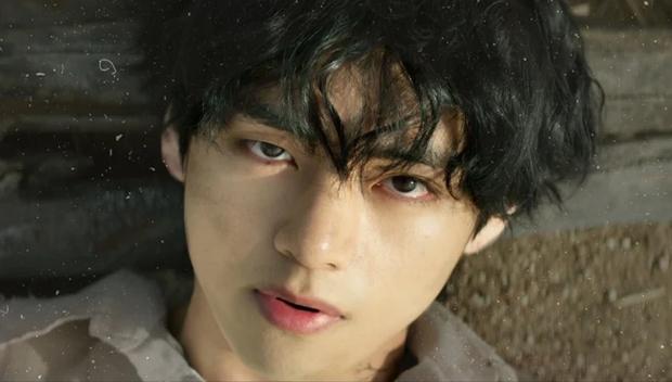 """10 idol Kpop có đôi mắt """"tam bạch"""" cực hiếm: Tưởng khuyết điểm nhưng giúp Lisa (BLACKPINK), V (BTS) nâng tầm visual - Ảnh 3."""