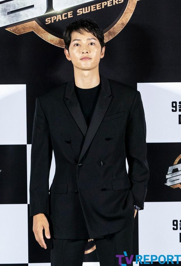 """Sự kiện bùng nổ sáng nay: Song Joong Ki lần đầu lộ diện tại Hàn sau tin đồn hẹn hò, visual nức nở bên """"bản sao Song Hye Kyo"""" - Ảnh 3."""