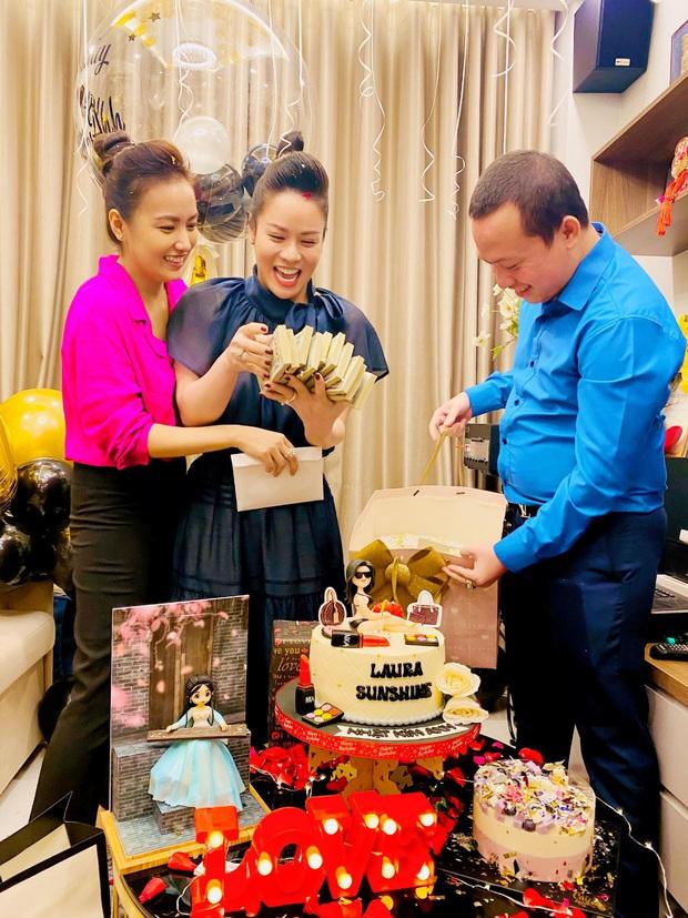 Nhật Kim Anh hé lộ chuyện đằng sau màn tặng nóng 2 tỷ đồng dưới dạng xấp tiền USD nhân ngày sinh nhật từ hội bạn - Ảnh 4.