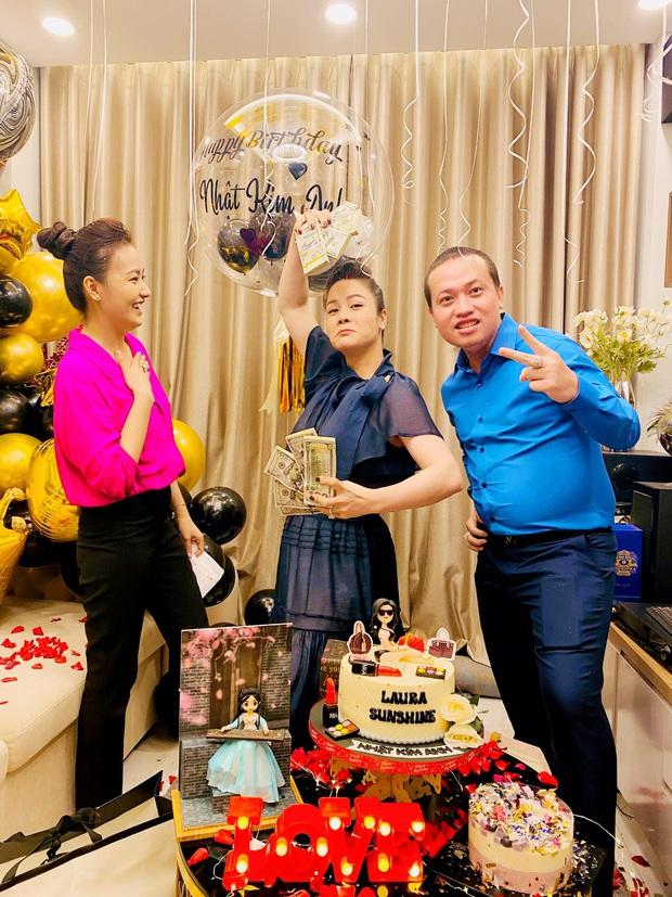 Nhật Kim Anh hé lộ chuyện đằng sau màn tặng nóng 2 tỷ đồng dưới dạng xấp tiền USD nhân ngày sinh nhật từ hội bạn - Ảnh 5.