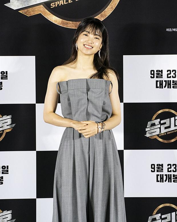 """Sự kiện bùng nổ sáng nay: Song Joong Ki lần đầu lộ diện tại Hàn sau tin đồn hẹn hò, visual nức nở bên """"bản sao Song Hye Kyo"""" - Ảnh 8."""