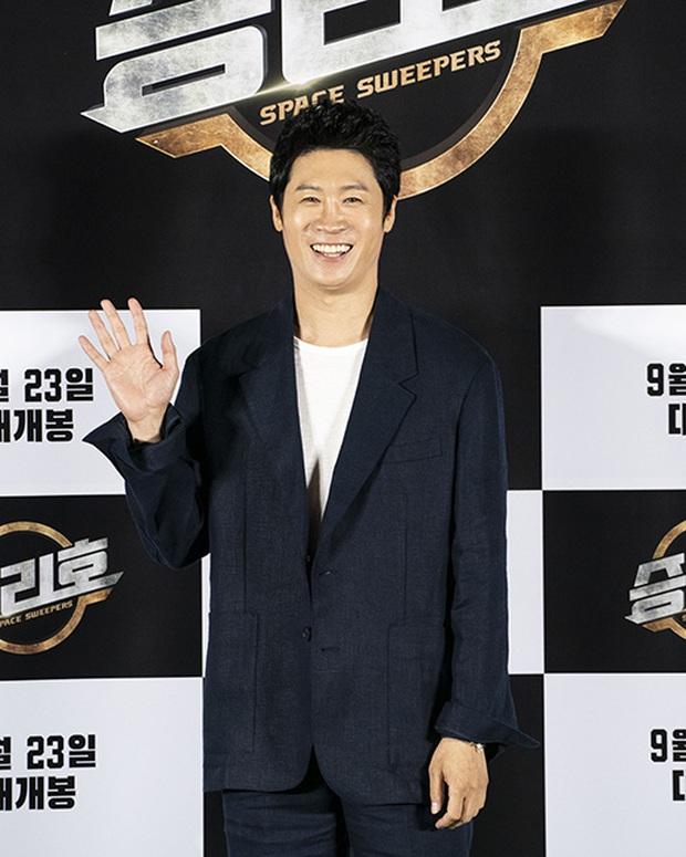 """Sự kiện bùng nổ sáng nay: Song Joong Ki lần đầu lộ diện tại Hàn sau tin đồn hẹn hò, visual nức nở bên """"bản sao Song Hye Kyo"""" - Ảnh 11."""