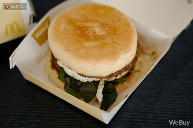 Ăn thử burger vị phở vừa ra mắt của McDonald's: Thơm nức mũi, đủ ngon nhưng hình như thiếu món gia vị quan trọng nhất? - Ảnh 6.