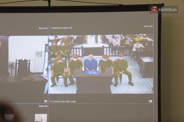 Đang xét xử vụ Đường Nhuệ đánh người tại trụ sở công an: Nhiều người dân có mặt từ sớm để theo dõi - Ảnh 6.